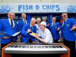 Choir sing for their fish and chip supper during arts festival - WATCH