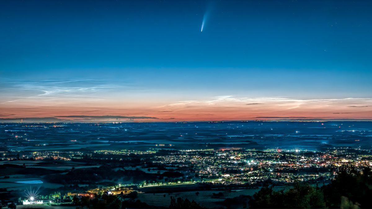Paul's image of a comet over Wellington