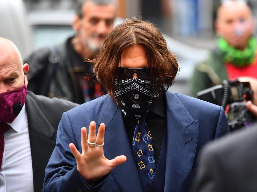 Johnny Depp Finger