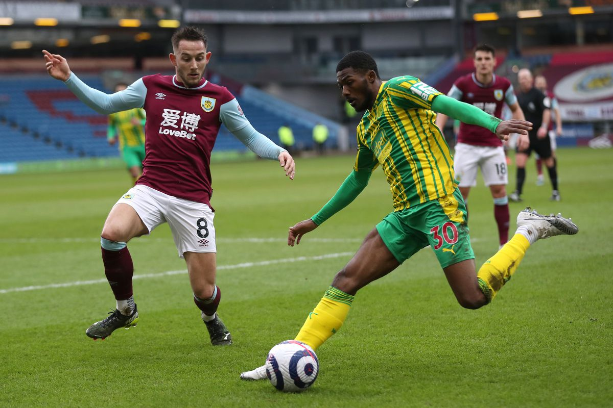 Ainsley Maitland-Niles of West Bromwich Albion and Josh Brownhill of Burnley (AMA)