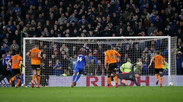 Neves screamer puts Wolves on brink of promotion