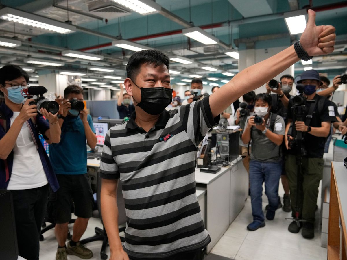 Lam Man-chung gives a thumbs-up gesture in the offices of the Apple Daily last month when the paper was forced to close