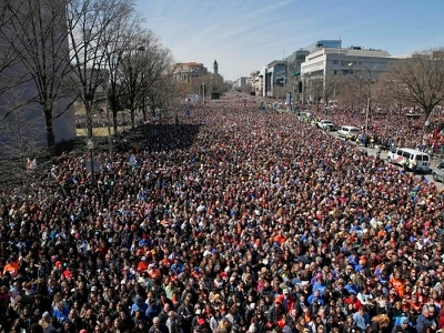 Hundreds of thousands march for gun control in US