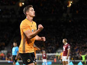 Leander Dendoncker of Wolverhampton Wanderers celebrates after scoring a goal to make it 2-1. (AMA)