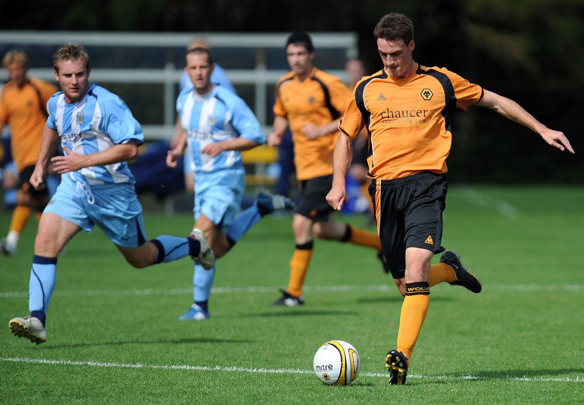 Darren Potter passes the ball