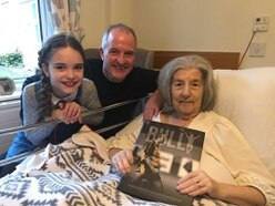 Steve Bull pays surprise visit to seriously ill Wolves fan who donated vintage handbags to his charity auction