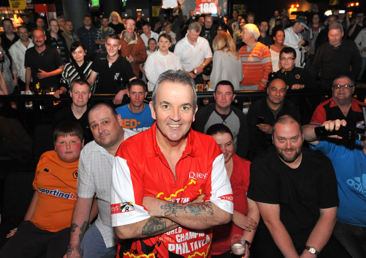 Phil 'the power' Taylor at Rileys in 2007