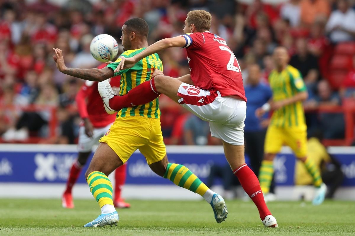 Kenneth Zohore of West Bromwich Albion and Michael Dawson of Nottingham Forest. (AMA)