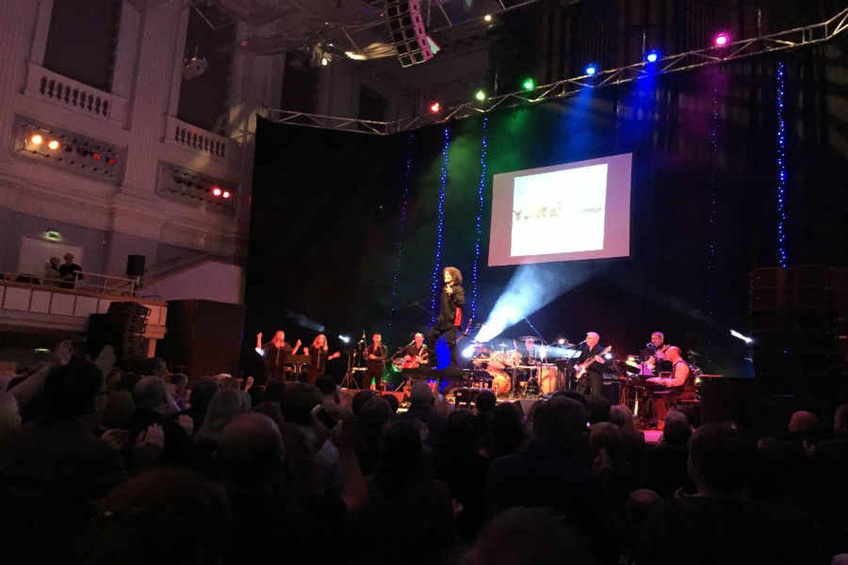 Gilbert O'Sullivan, Birmingham Town Hall - review