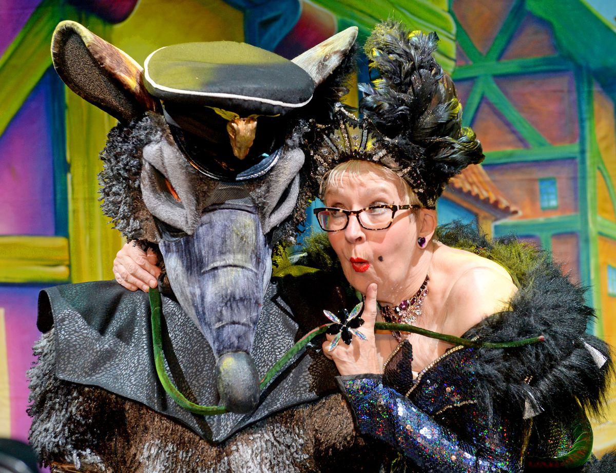 Su Pollard will switch on Wolverhampton's Christmas lights ahead of her appearance in the Grand Theatre pantomime