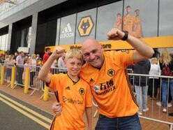 First Wolves fans get their hands on new 2019/20 home shirt - PICTURES and VIDEO