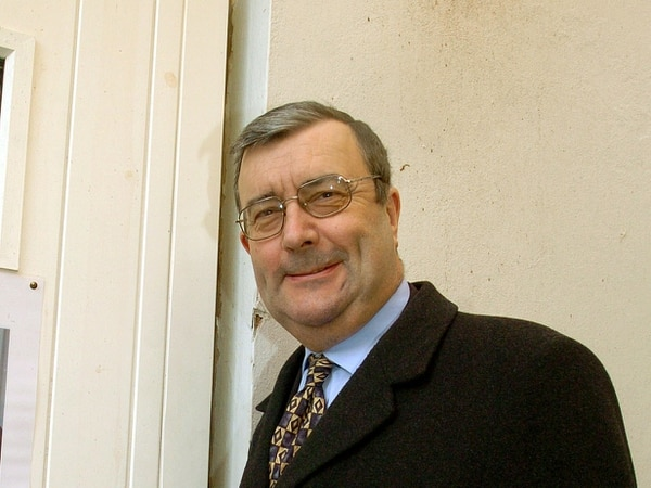 Tributes pour in for true blue ex-Tory MP Warren Hawksley
