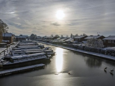 In pictures: Winter wonderland as big freeze decorates UK with ice and snow