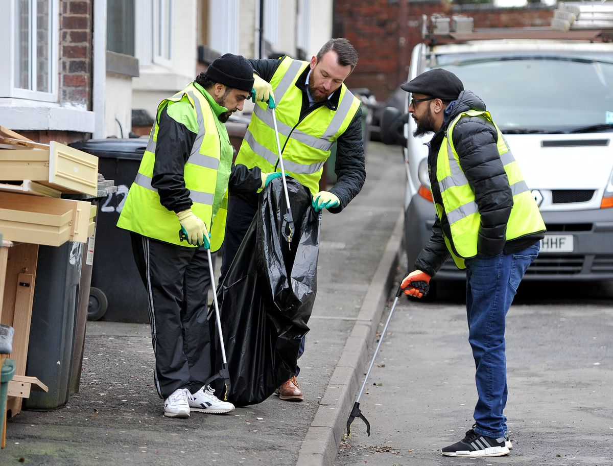 Stuart Anderson MP launches his street clean team along Merridale Street West.