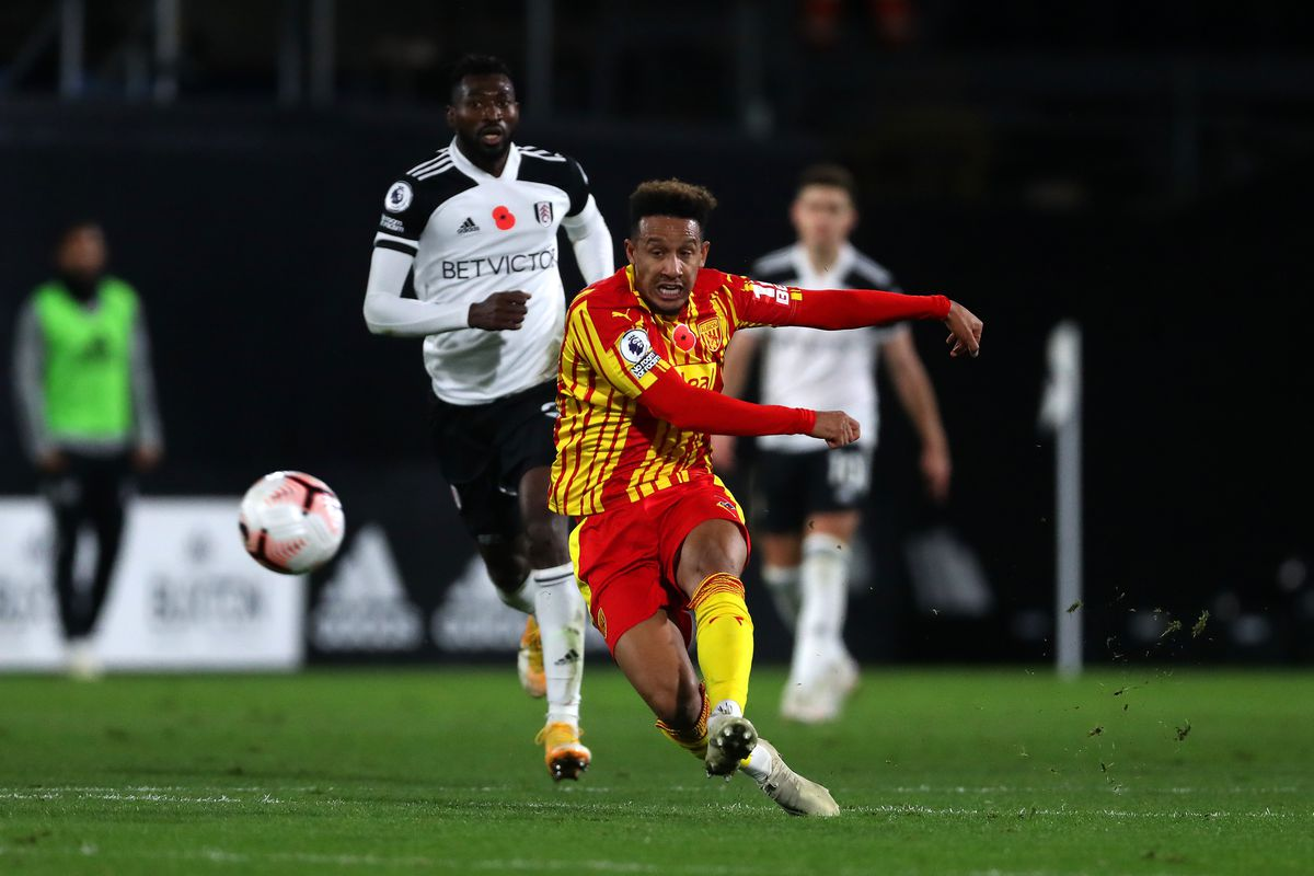 Callum Robinson of West Bromwich Albion tries a shot from distance (AMA)
