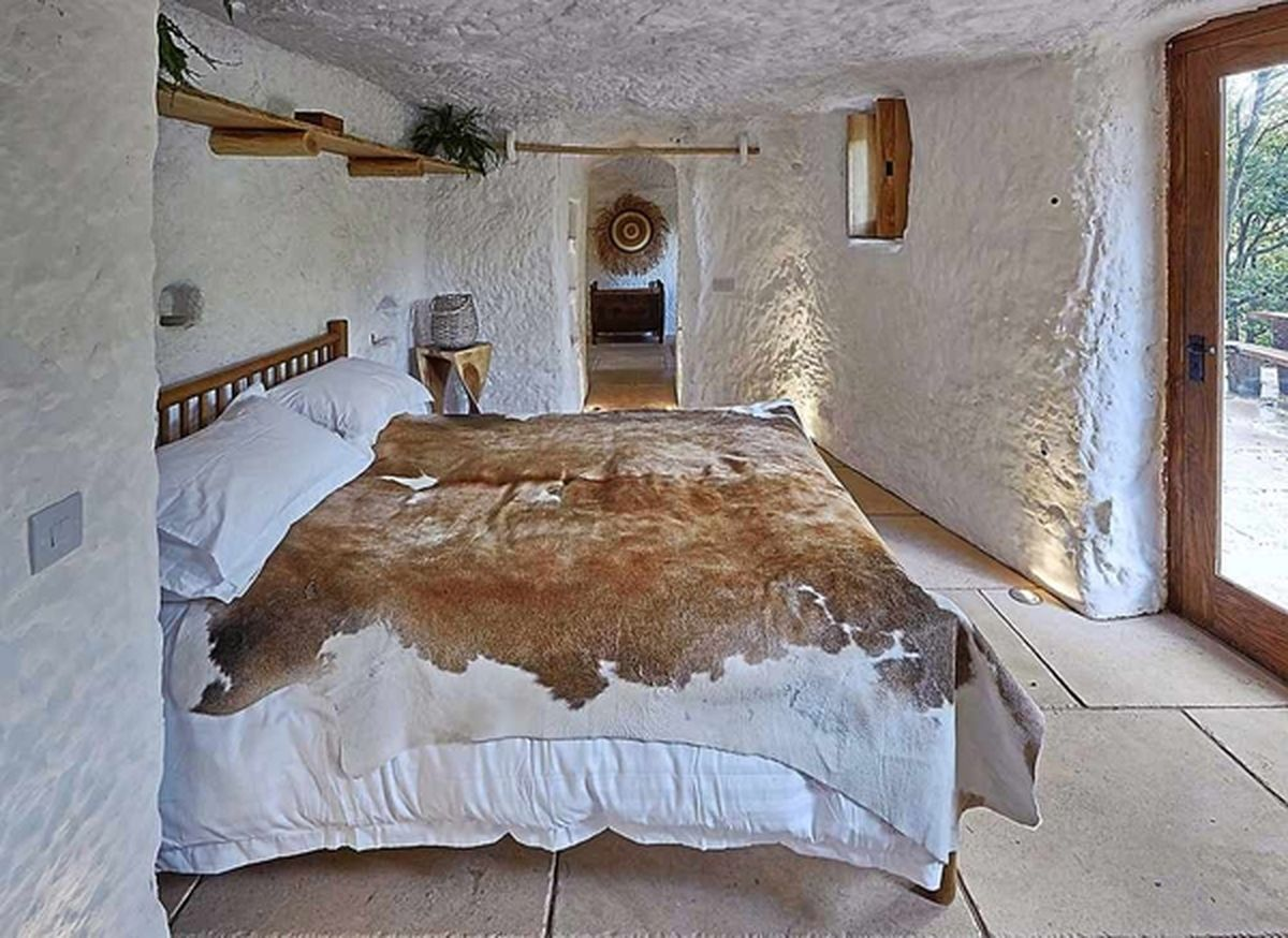 Stay at Grand Designs Kinver cave house costs £245 a night ...