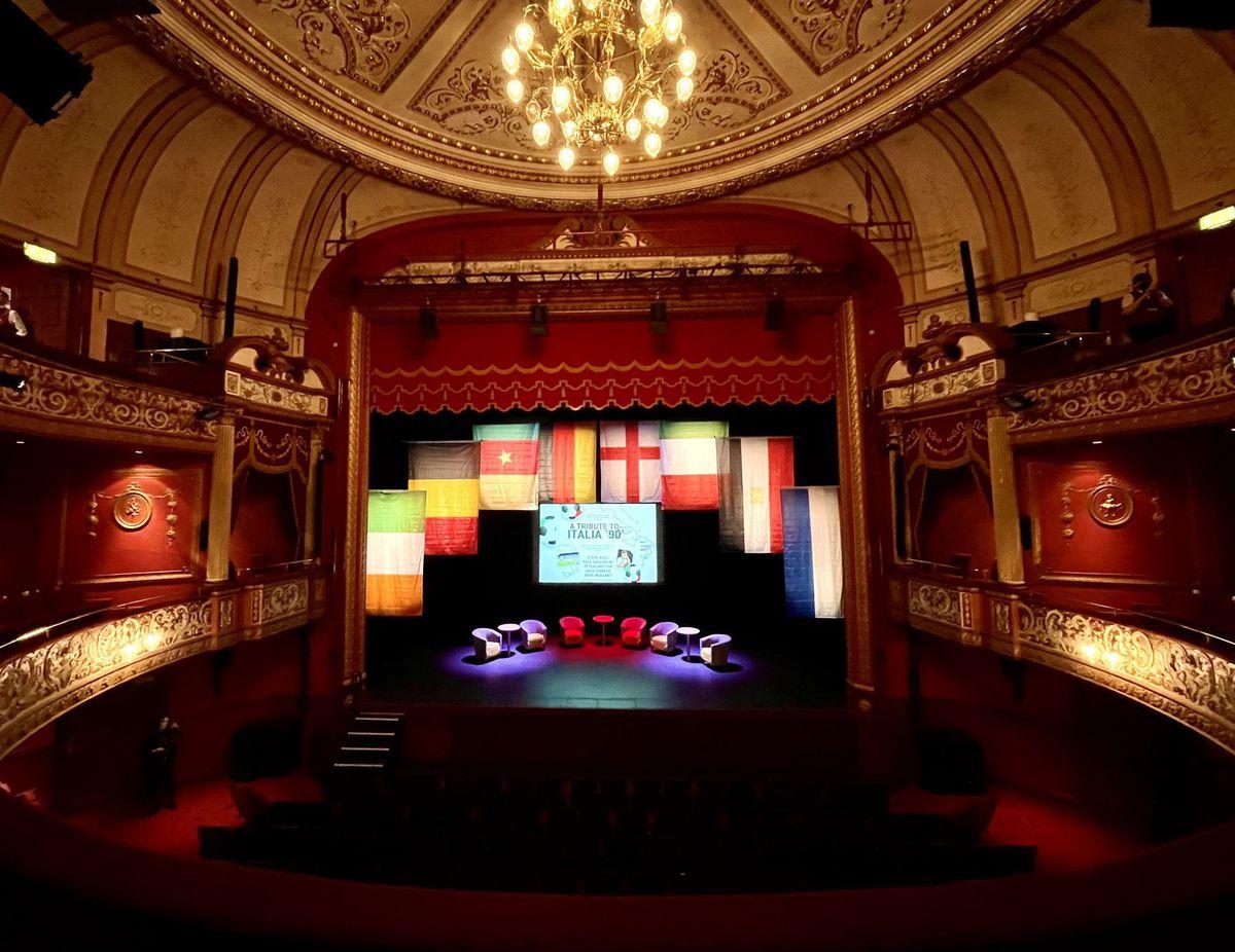 Il palco del Grand Theatre ha ospitato cinque grandi della troupe England Italia 90. Foto: Grand Theatre