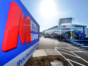 DUDLEY COPYRIGHT EXPRESS AND STAR STEVE LEATH 20/09/2019..Pic in Brierley Hill at the opening of new Metro bank, which has a drive through facility..