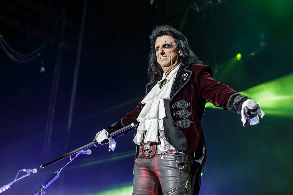 Alice Cooper on stage with the Hollywood Vampires. Photo: Chris Bowley
