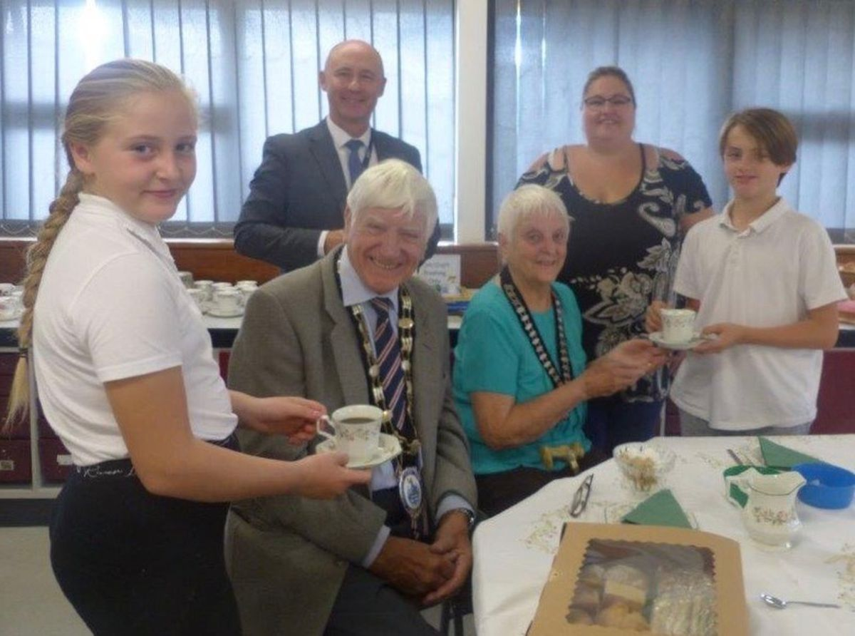 Stourport Mayor and Mayoress, Danny and Mary Russell are served by year 6 pupils Katelyn Mason and Ben Ellis, with Jon Sheers, deputy CEO of Severn Academies Educational Trust and Sara Clark form the PTFA.