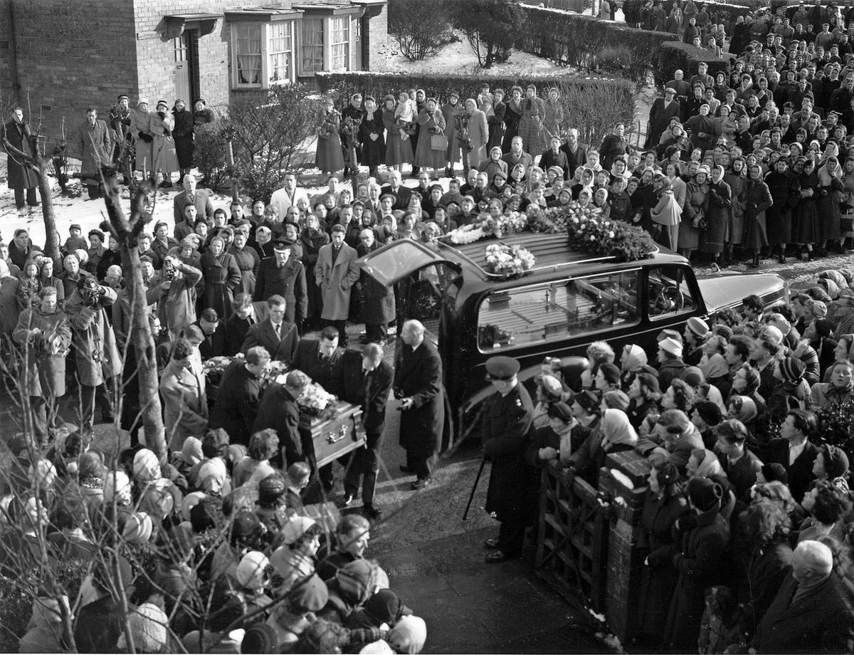 The funeral of Football legend Duncan Edwards at St Francis's Church, Dudley. Duncan was killed in the Munich air crash along with seven of his Manchester United team mates, eight journalists and three club staff in February 1958. This picture was taken from the roof of the church.