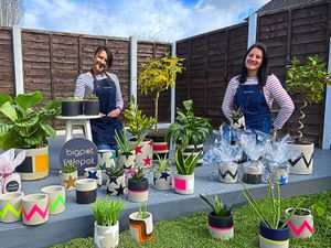 Sisters Gemma and Jo who run Big Pot Little Pot
