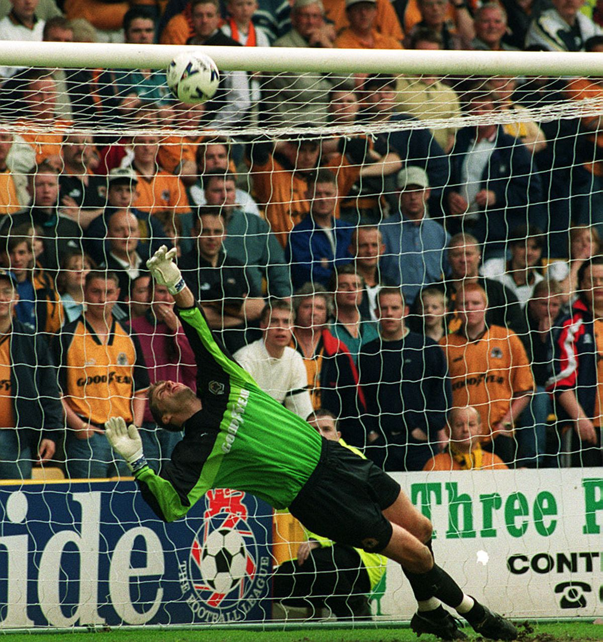 Stowell making a save in his Wolves days