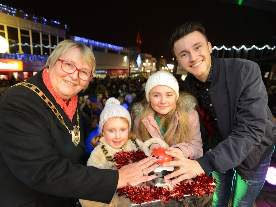Thousands turn out for Halesowen's Christmas lights switch-on - with VIDEO