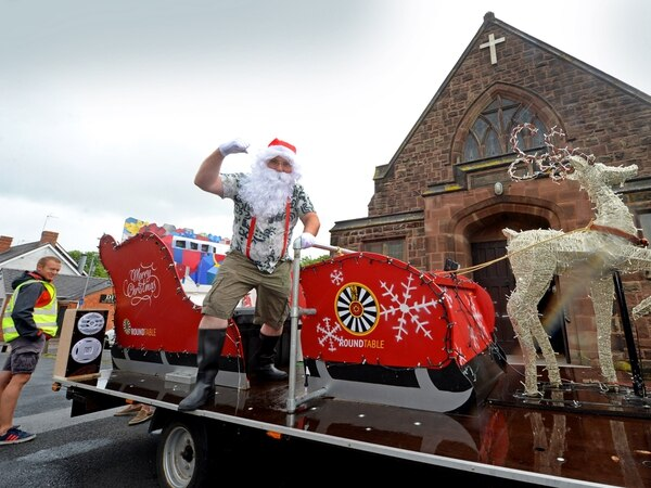 Santa's summer surprise: Volunteers on sleigh collect for church foodbank