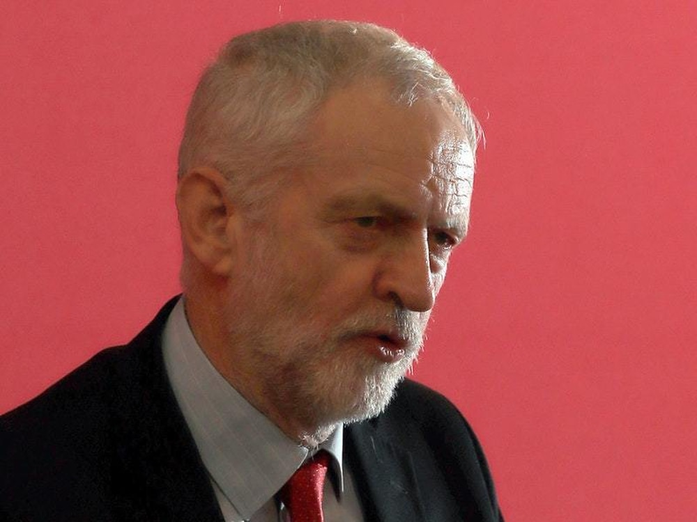 Jeremy Corbyn apologises for Labour's 'pockets' of anti-Semitism