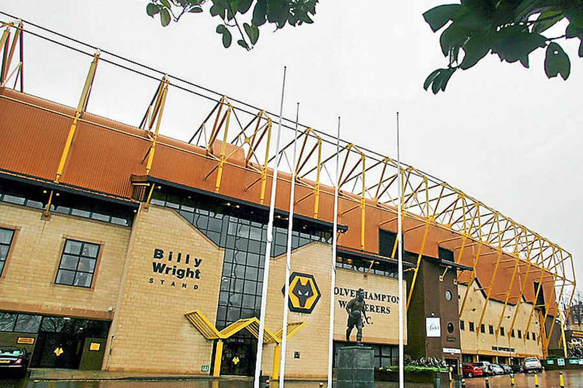 Football fans voice disappointment as police stop gathering after Wolves game
