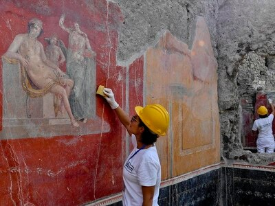 Pompeii discovery casts doubt on date of Vesuvius eruption