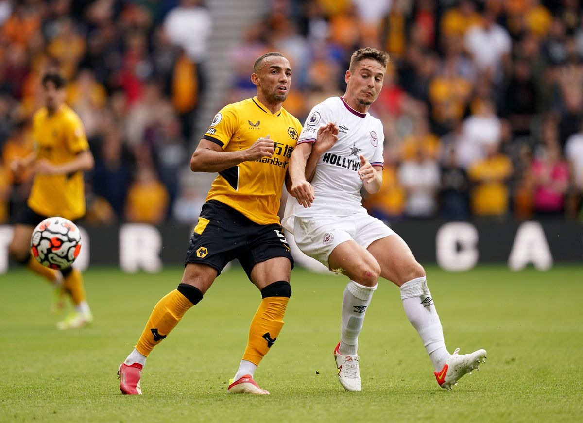 Wolverhampton Wanderers' Marcal (left) and Brentford's Sergi Canos