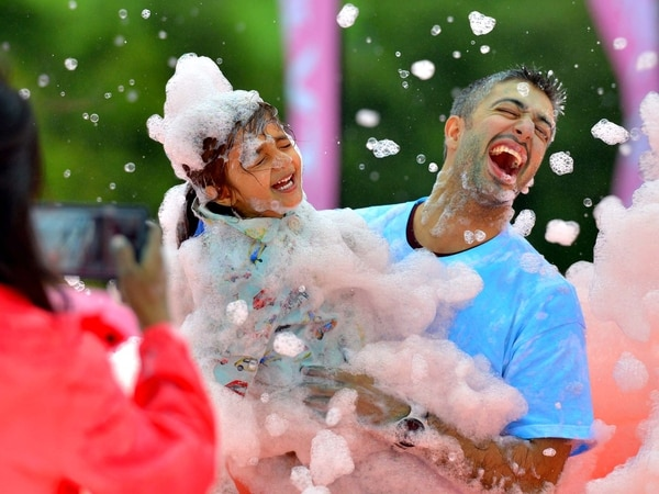 Acorns: Bubbles galore as events boost hospice funds - with VIDEO and PICTURES