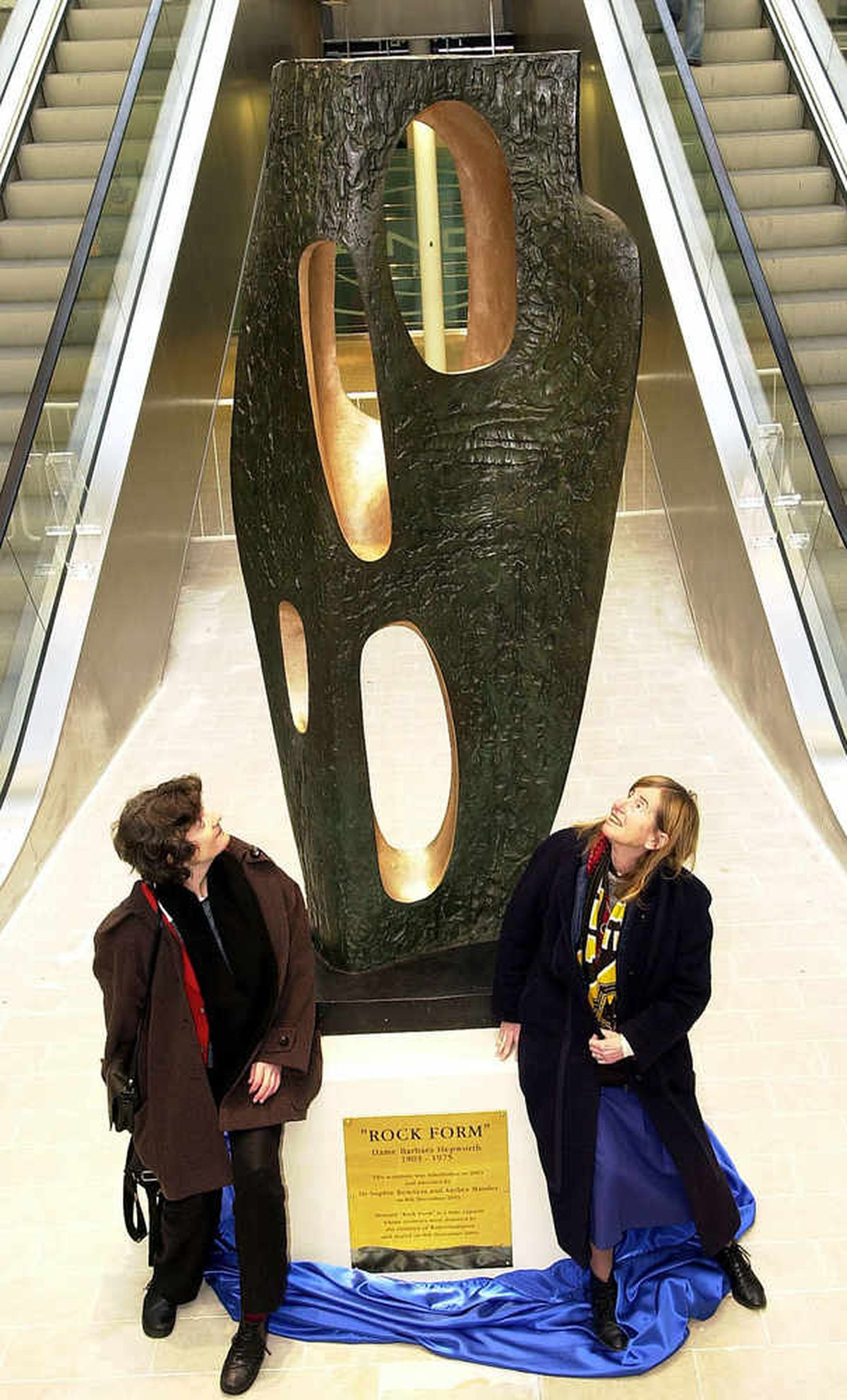 The restored Barbara Hepworth sculpture was unveiled by the granddaughter of the artist, Dr Sophie Bowness and (right) Mander heir Anthea Mander in 2003.