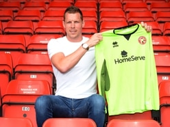 Walsall snap up keeper Chris Dunn