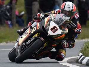 Rutter at the Bungalow on his crowd-pleasing Honda RCV during the Superbike TT. Picture: ottpix@btinternet.com