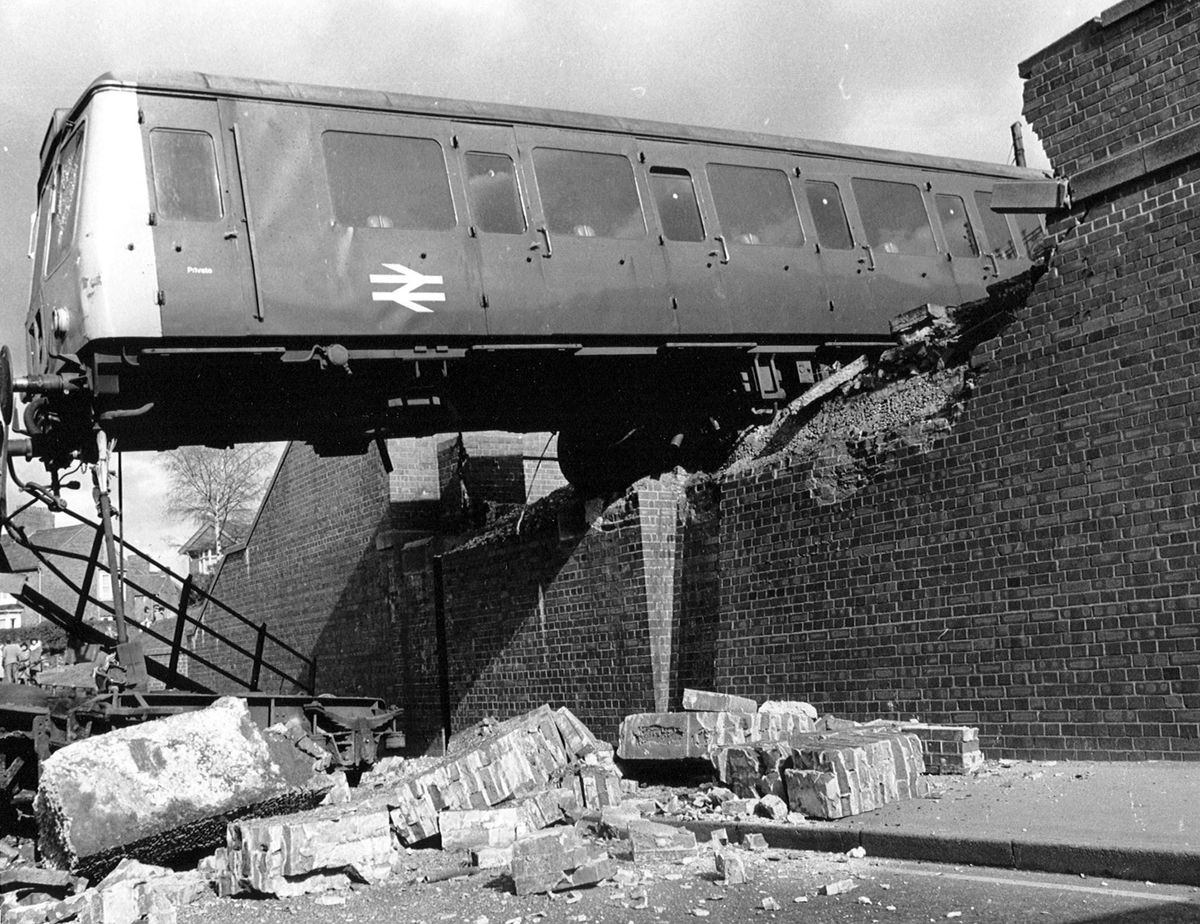 The Stoubridge Dodger hangs over Foster Street after failing to stop at Stourbridge Station in April 1977. Out of 20 passengers aboard 9 were injured.