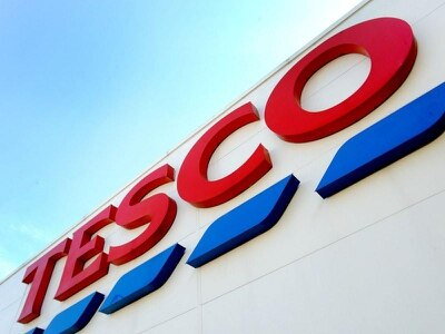 How did the Tesco accounting scandal unfold and who are the trio in court?