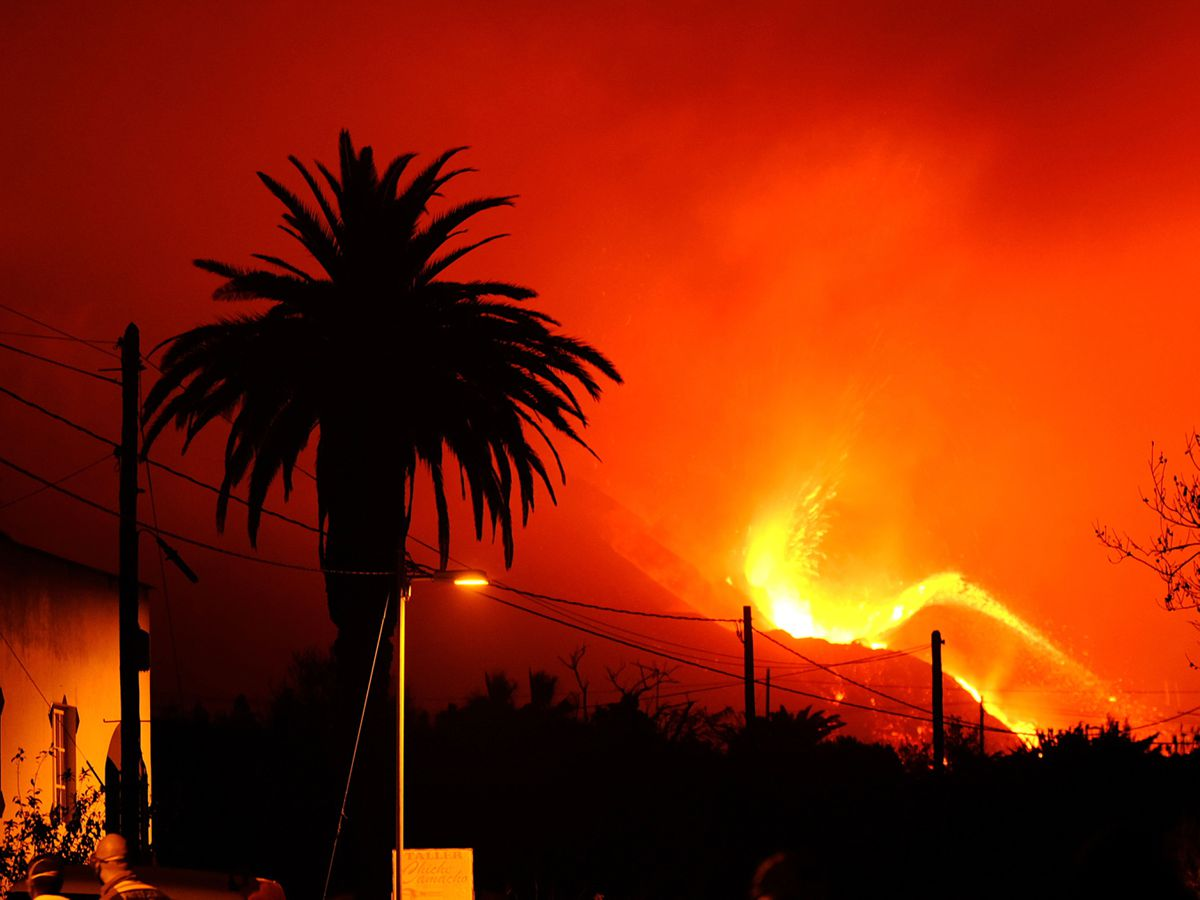 A volcano continues to erupt on La Palma