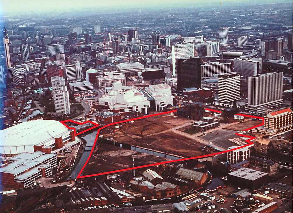 A red line shows the flattened site of what would become Brindleyplace