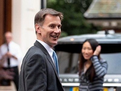 Hunt 'can cause surprise' against Johnson after edging out Gove