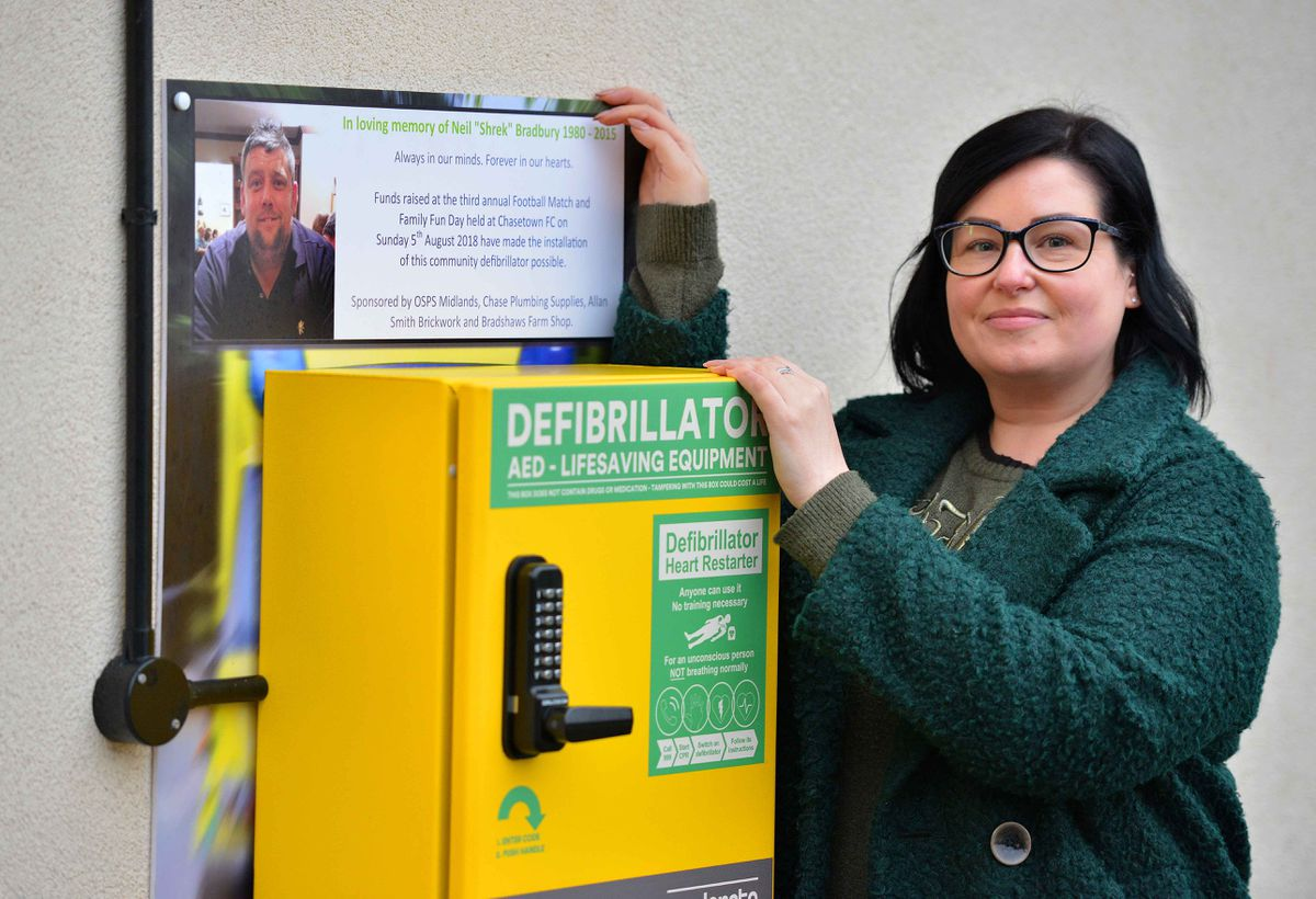 Amy Windle and the defibrillator in Hednesford Park