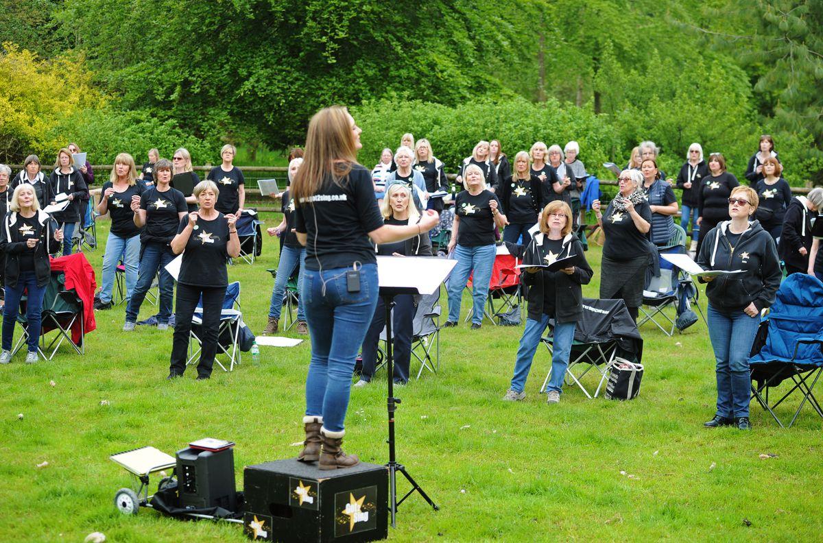 Hizo 2 entrenamientos de canto en Bodenham Arboretum, Kidderminster