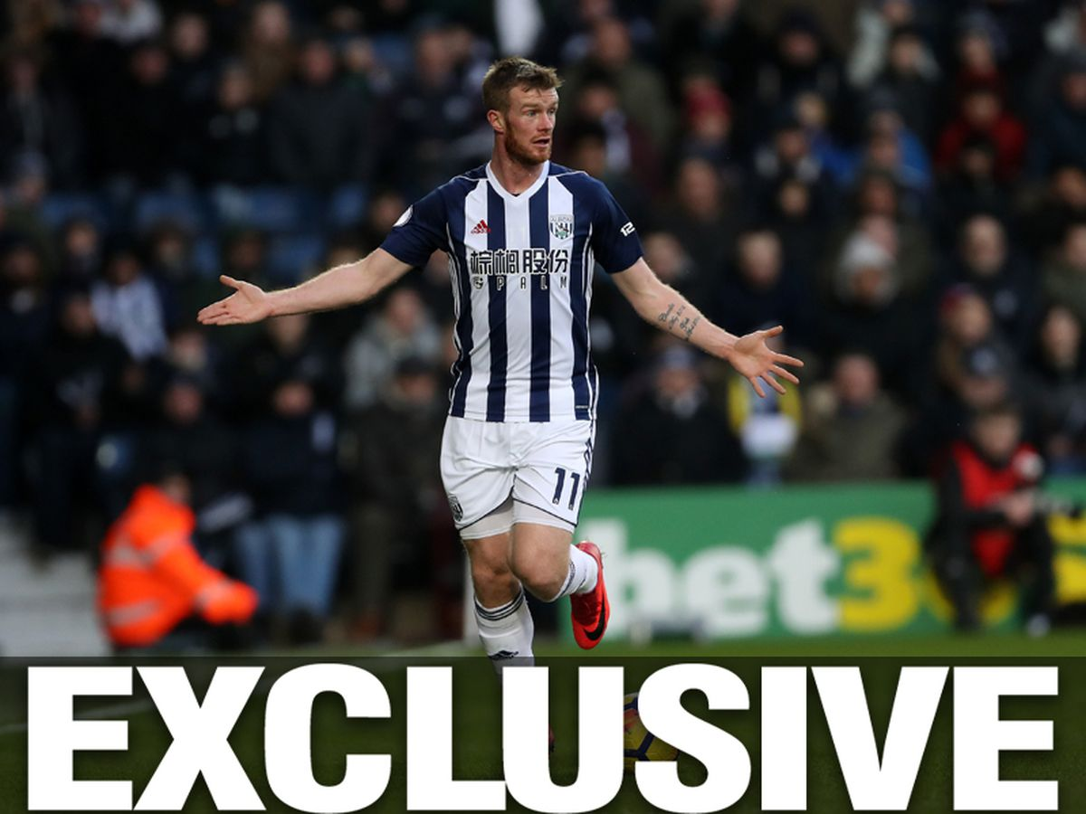 Chris Brunt looks for someone to pass to (AMA)