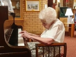 Music lover, 98, battles arthritis to play piano for 100 days in care home
