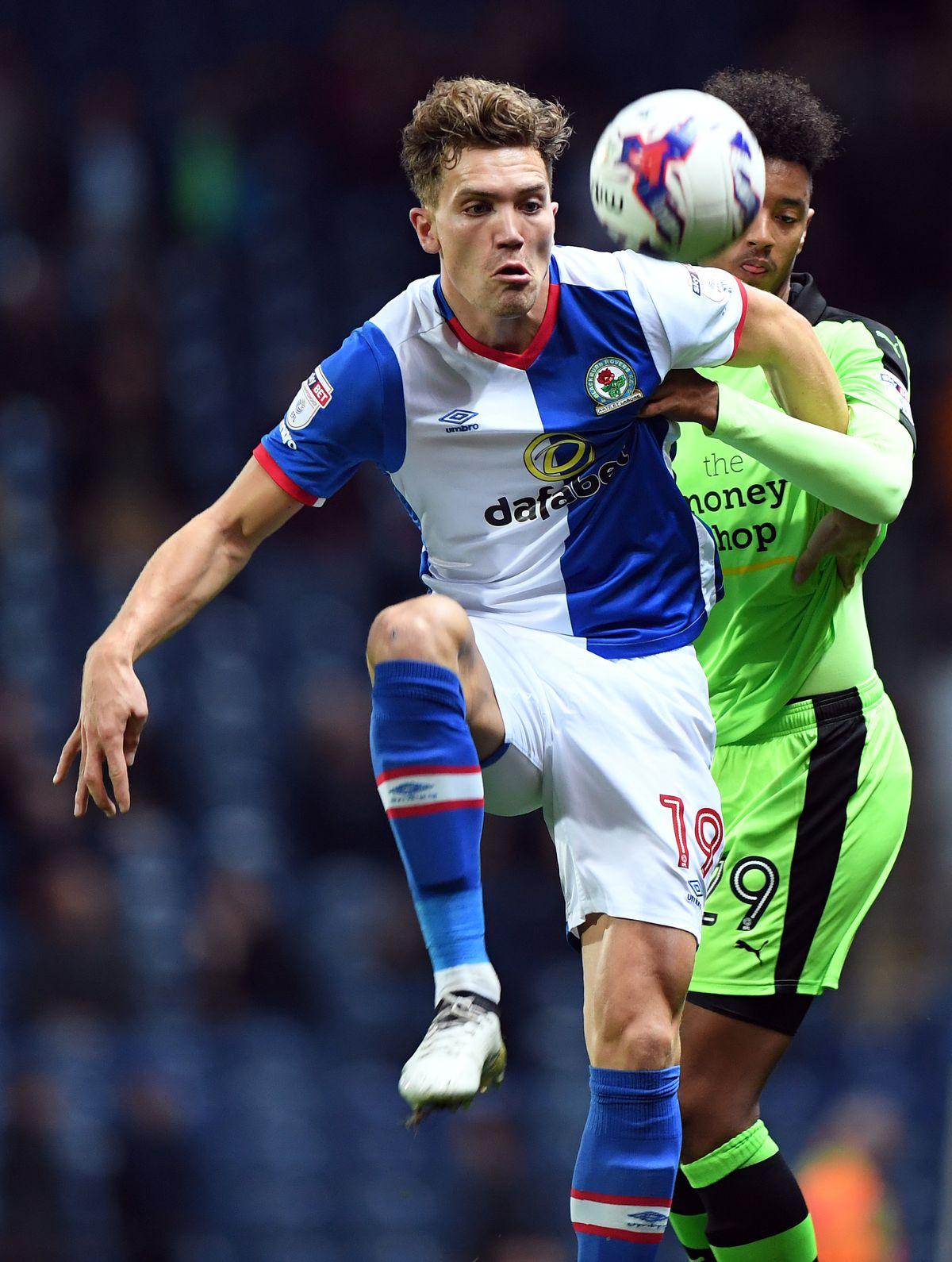 Sam Gallagher in action against Wolves last season (© AMA / Sam Bagnall)