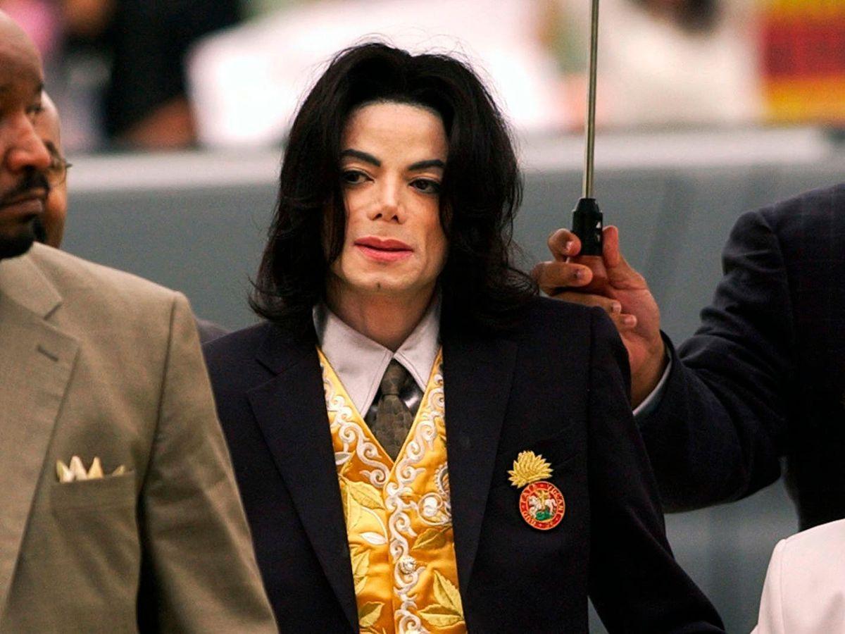 Michael Jackson arrives at the Santa Barbara County Courthouse for his trial in Santa Maria, California
