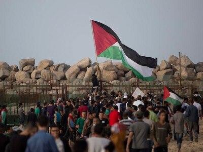 Israeli military strikes back after Gaza rocket strikes house