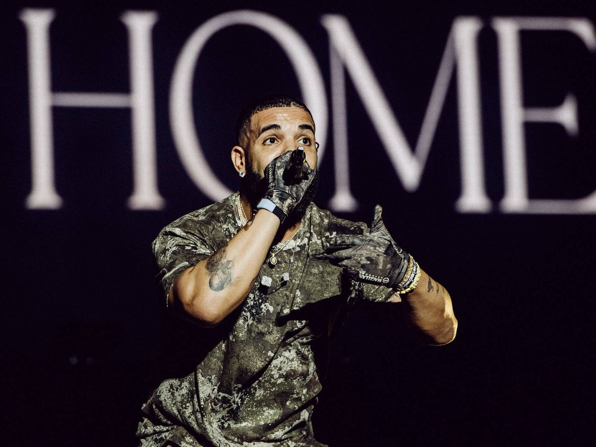 Drake makes surprise appearance at Wireless Festival